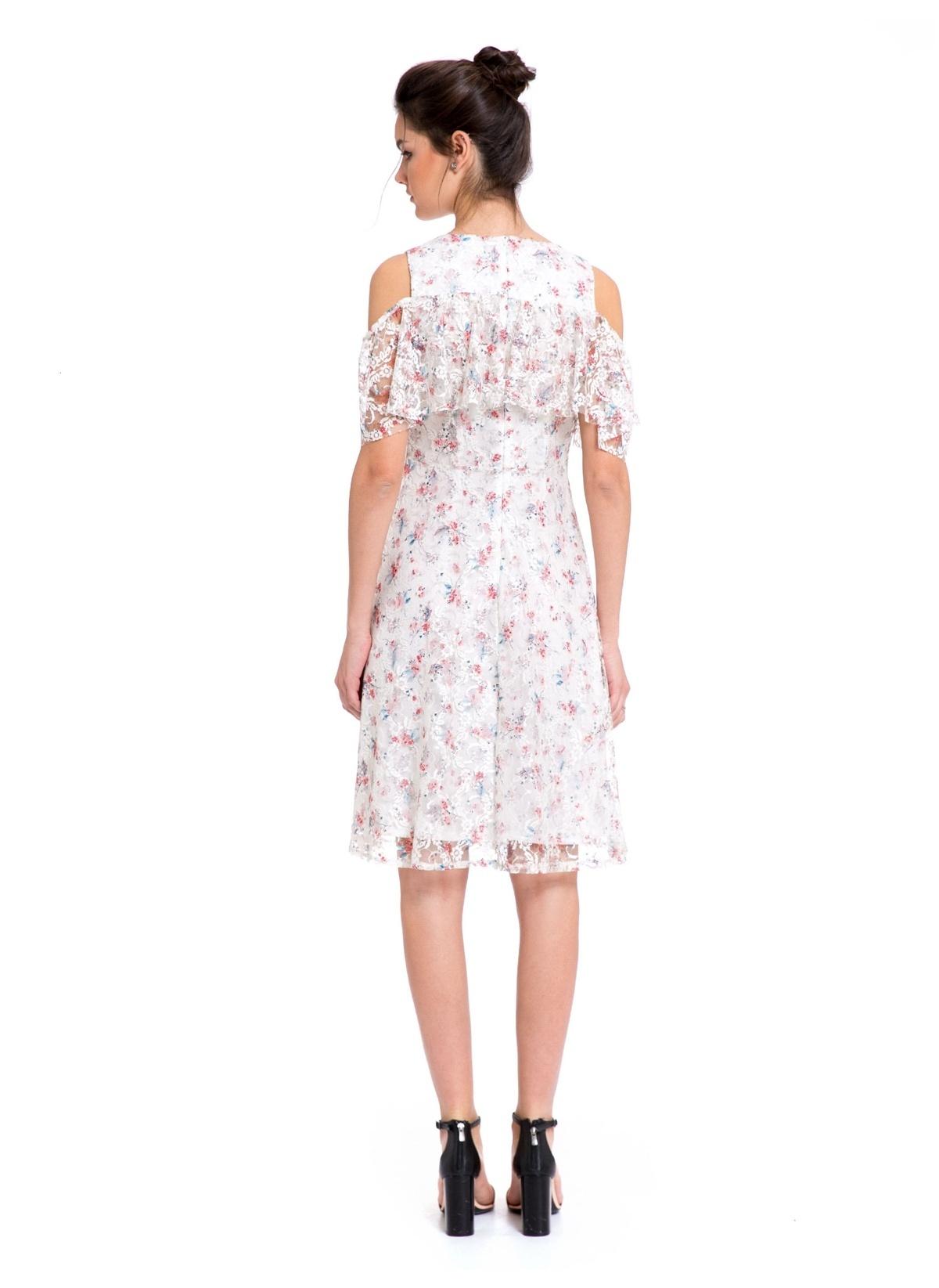 53712a05e313c LC Waikiki Omuzları Açık Çiçekli Dantel Elbise Beyaz; LC Waikiki Omuzları  Açık Çiçekli Dantel ...